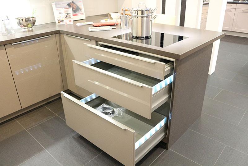 Küche Häcker Lack Hochglanz Magnolie/Basaltgrau