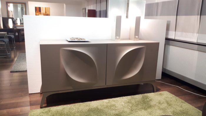 Sideboard mit 3-D-Motiv von Tonin